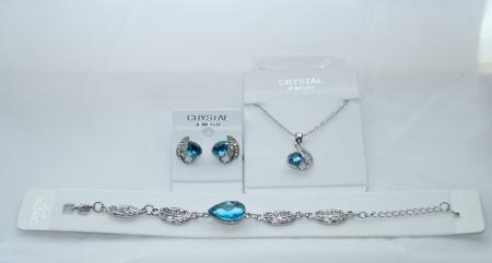 Комплект бижутерии с голубыми камнями сваровски