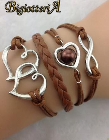 Браслет коричневый три сердца